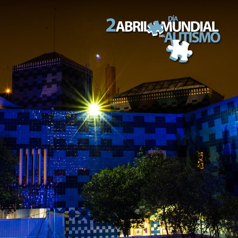 El Papalote, Museo del Niño, iluminado con color azul