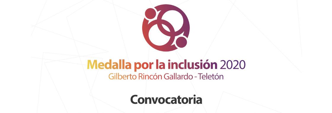 Diseño de texto sobre fondo blanco, que lee: Medalla por la inclusión 2020, Gilberto Rincón Gallardo - Teletón, convocatoria