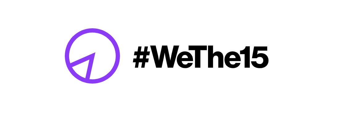 Diseño: fondo blanco con texto negro, en inglés, que lee We The 15, que significa Nosotros el 15 por ciento. Del lado izquierdo, en morado, una gráfica de pay color morado que marca el 15 por ciento. Este es el logo de una campaña de derechos humanos.