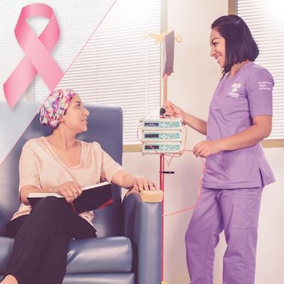 Fotografía de una mujer recibiendo quimioterapia en el HITO. Junto a ella está una enfermera con bata morada.